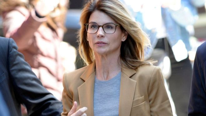 Lori Loughlin: atriz norte-americana se declarará culpada por fraude na faculdade