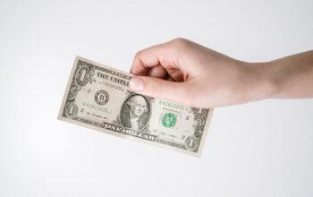 Por que o dólar está perdendo seu status de grande moeda mundial?
